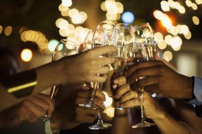 23127164_Champagne_Toast